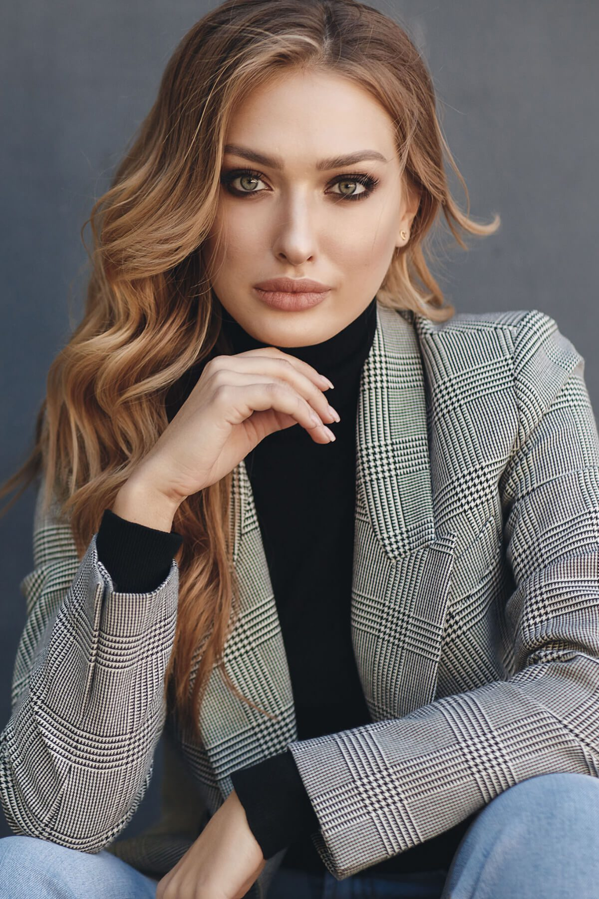 Sunday Salon: Portrait of beautiful woman with long curly blonde hair outdoors in spring. Young woman with natural makeup in a gray jacket . A smart photo of a young beautiful woman in autumn clothes.